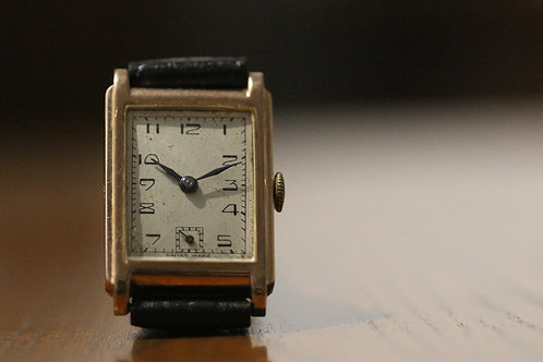 Solid 9ct Gold art deco style tank watch, dating to 1945, 15 jewels, 23mm x 30mm