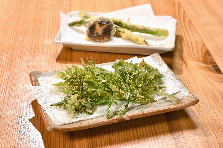 山菜の時期は数種類を天ぷらに