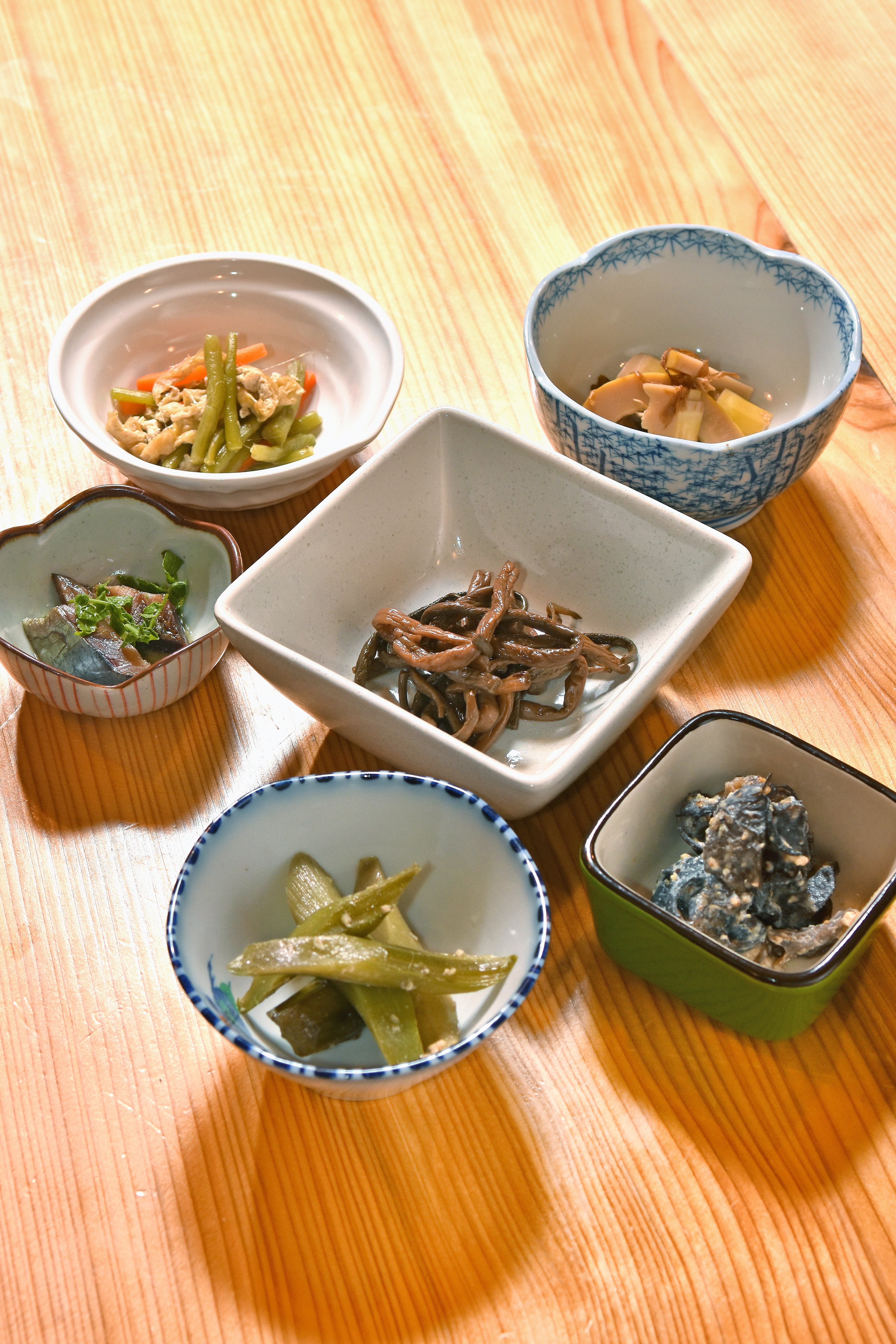 夕食には山のお惣菜を5~6種類
