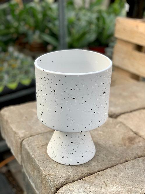 """6"""" White De Vil Pot"""