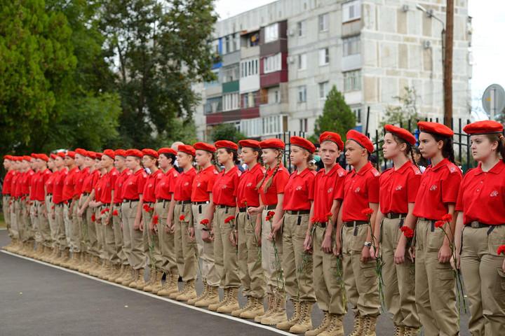 В Майкопе открыли памятный бюст Героя России Владислава Долонина