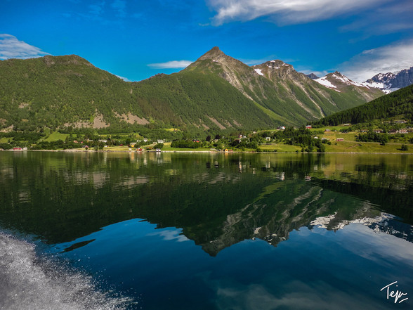 A Norwegian Reflection