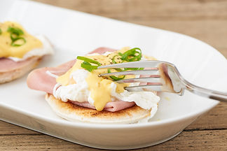 Eggs benedict tradiotional english breakfast finsbury park london