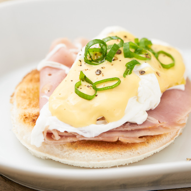 Eggs Benedict with ham