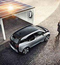 parcheggio fotovoltaico con ricarica.jpg