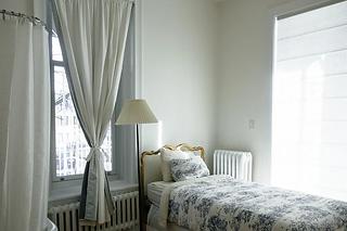 bedroom-690129_960_720.webp