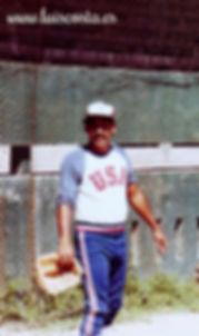 Luis Costa jugando al Beisbol