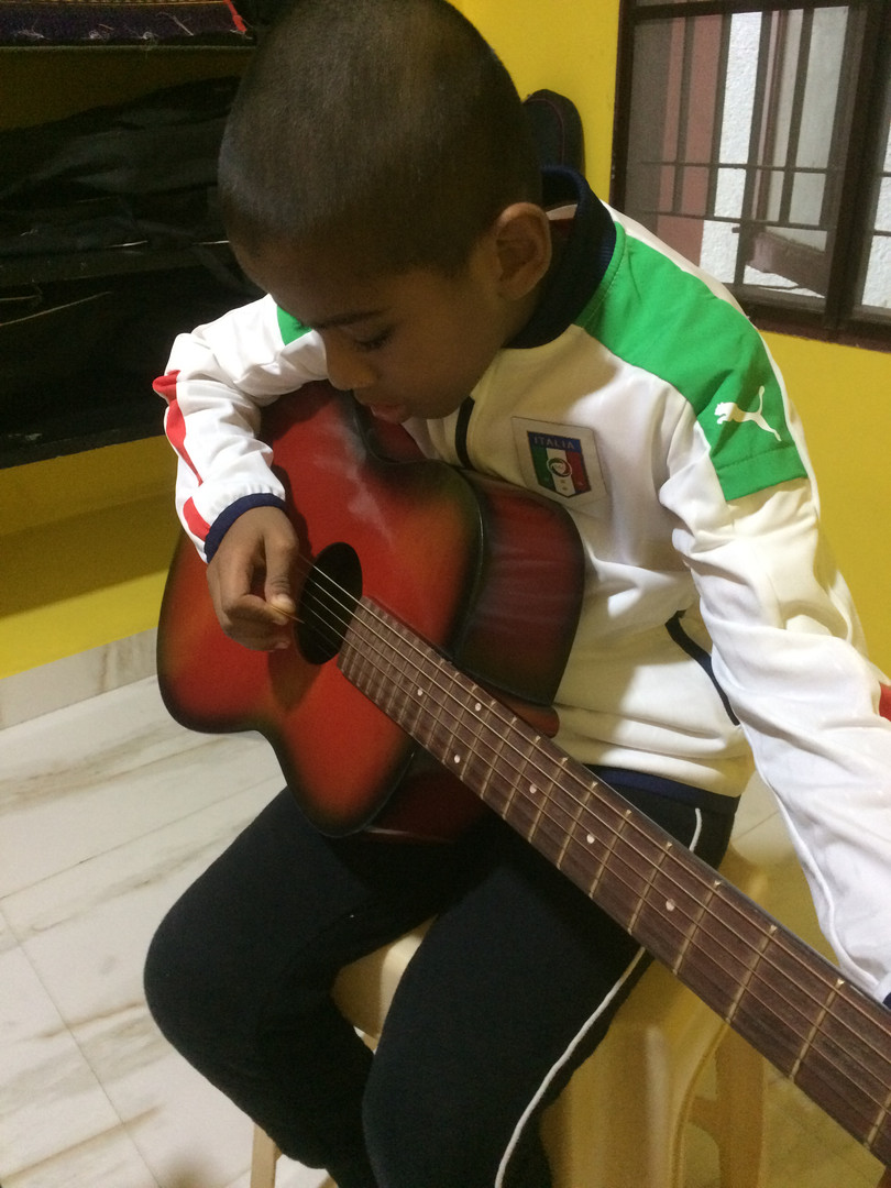 Guitar class for home tution