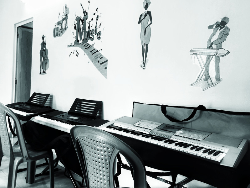 Separate Rooms and areas for different instruments for good ambience