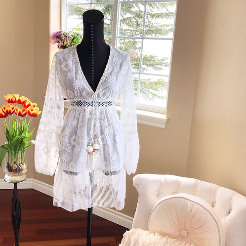 WHITE AND GOLD SUMMER TUNIC WITH FEATHER TASSEL ENDS