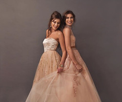 What's making you smile today__•_•_•_#happymonday #twins #widgertwins #prom #promideas #sherrihill #