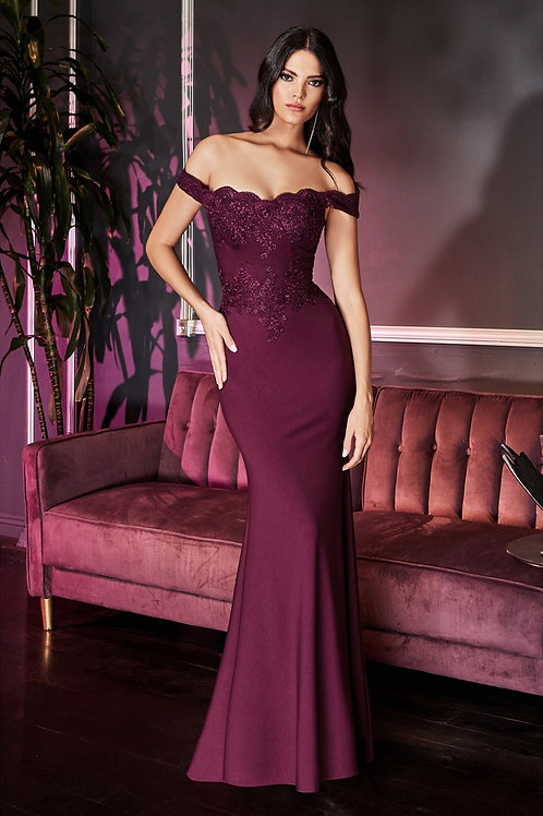 Off the Shoulder Fitted Gown With Lace Appliqué Bodice