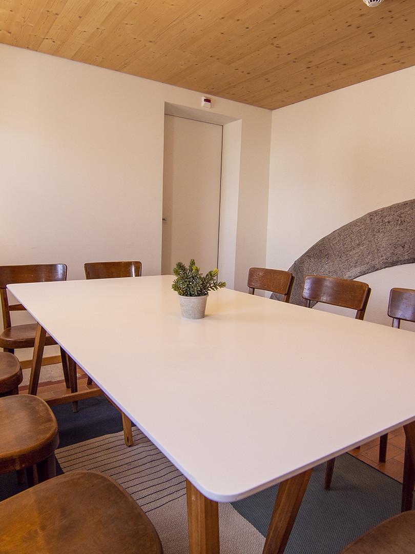sust-room-meeting1-small.jpg
