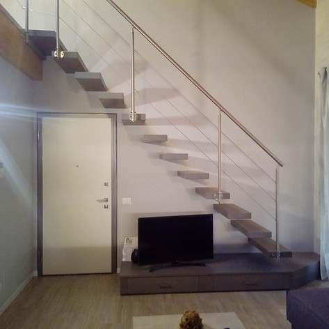 gradini fissati singolarmente a parete, barriera esterna in acciaio inox