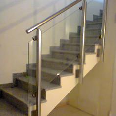 barriera in plexiglas e supporto in acciaio inox