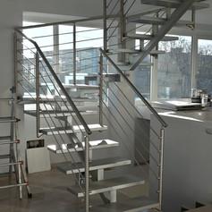 struttura centrale a triangolo aperto, con gradini in massello di faggio e barriera in acciaio inox