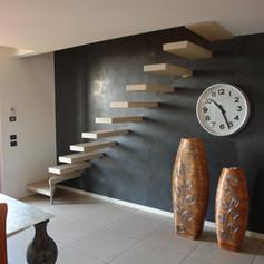 signoli gradini fissati a parete