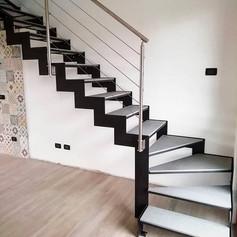 doppia struttura laterale in ferro, gradini in pietra, su richiesta del cliente, barriera con cavi in acciaio inox