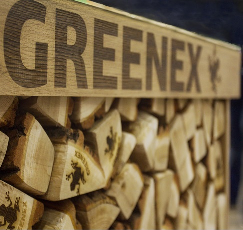 Интерьерные дубовые дрова в фирменной стойке GREENEX