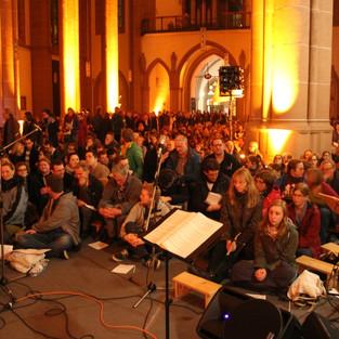 Eine volle Kirche