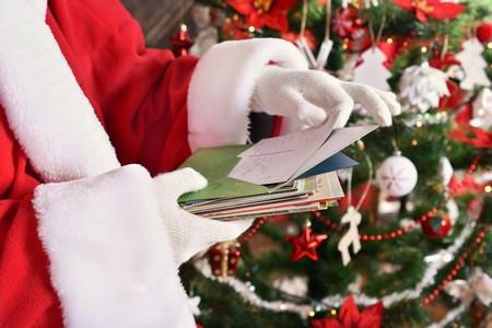 Papai Noel de shopping recebe crianças autistas antes do horário