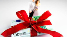Should couples ask for cash as a wedding present?