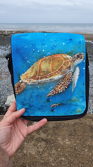 Sea Turtle swimming in the vibrant blue sea shoulder bag Jagos Art