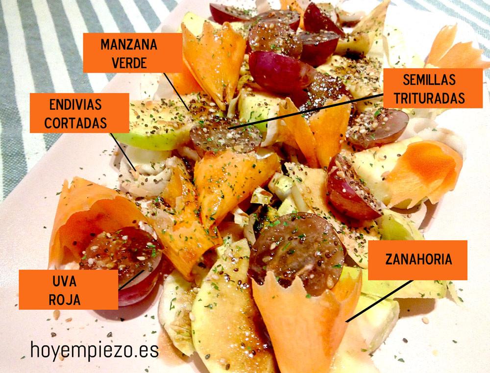 ensalada de endivias, zanahoria y uvas