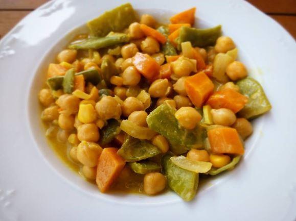 Garbanzos con verduras al curry