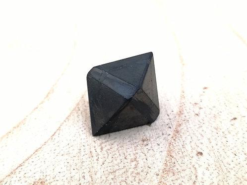 Shungit en octaedro