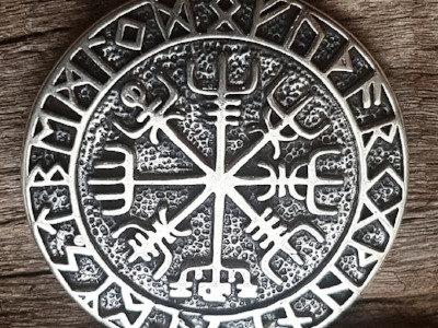 Colgante vikingo Vegvisir