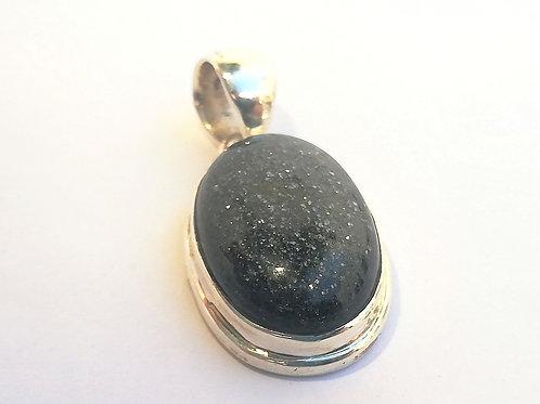 Piedra de sol negra colgante de plata