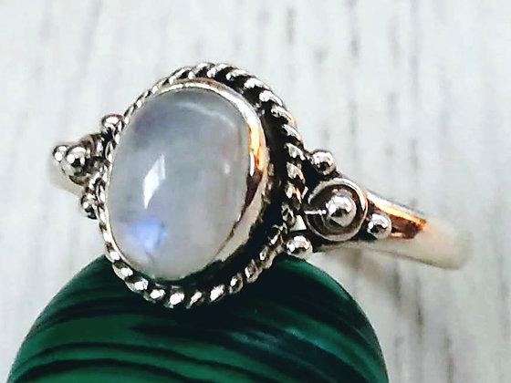 Anillo Nimai con piedra de luna