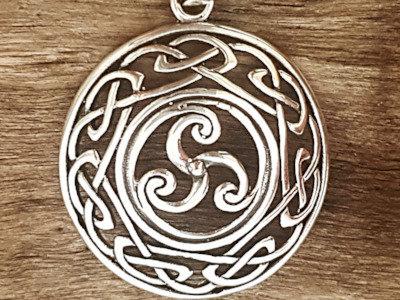 Colgante de plata Trisquel con nudos celtas