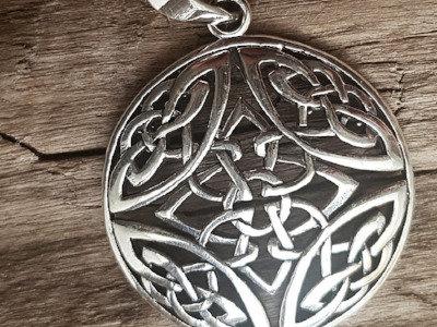 Colgante de plata nudos celtas grande