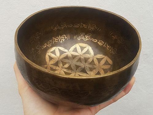 Cuenco  Tibetano Mantra de 16,5 cm. Siete metales hecho a mano en Nepal.