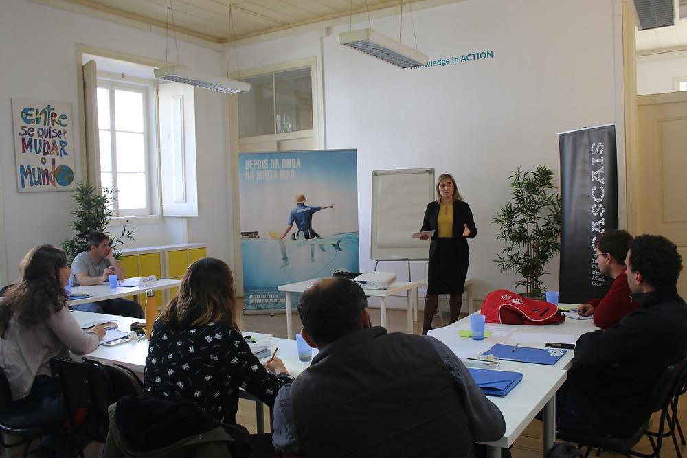 Ana C. Patrício como oradora convidada no Programa Surf para Empregabilidade, no edifício do IES, em Cascais