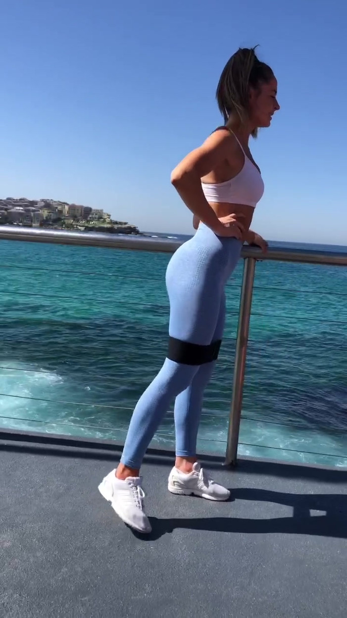 EXERCISE 6 - STANDING SINGLE LEG 45 DEGREE SIDE KICK (10 REPS)