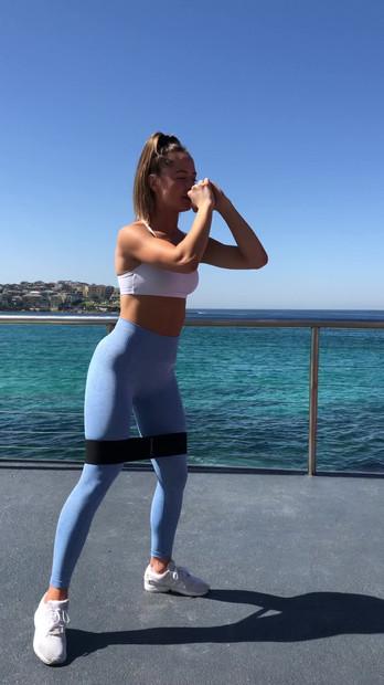 EXERCISE 3 - SINGLE LEG 45 DEGREE SIDE STEP SQUAT (10 REPS)