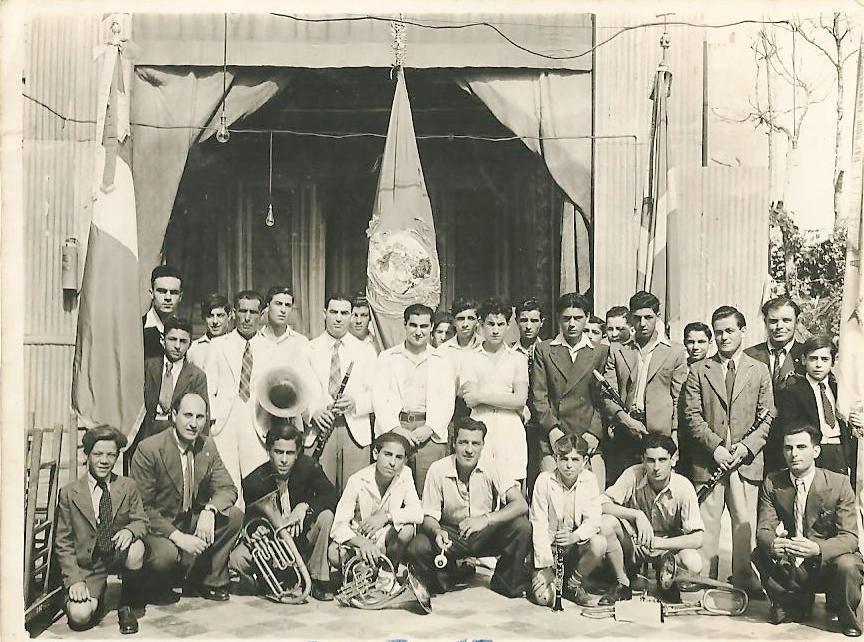 Snin Ħamsin- Bandisti qabel il-marċ ta filgħodu
