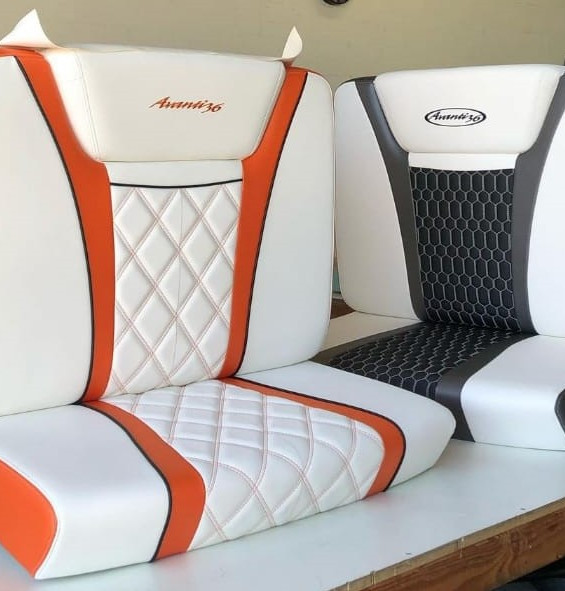 CENTER CONSOLE FWD SEATING