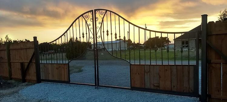 20-foot-double-belltop-gate.jpg