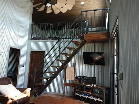 barndominium-railing.jpg