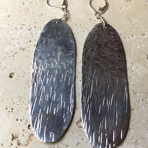 Oval hammered earrings