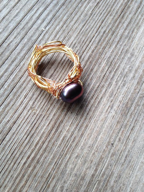 Triple color wire ring with black pearl