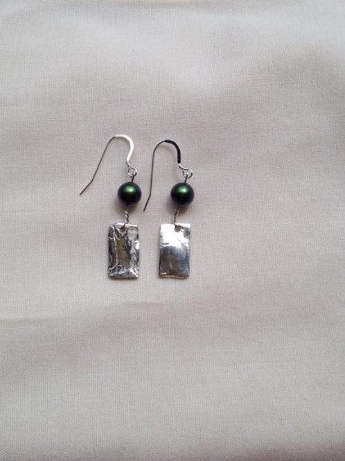 Silver black pearl earring