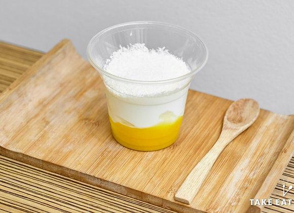 Fromage blanc coulis de mangue et noix de coco