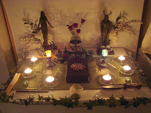 What do I put on a Wiccan Altar?