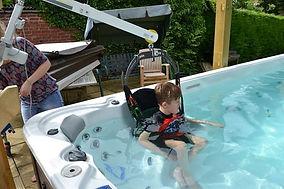 Ridings Mobility - Wall lift Hot tub hoi