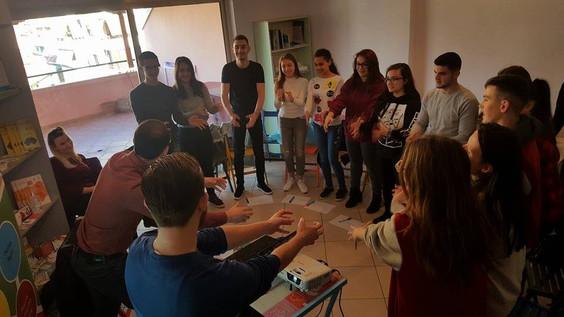 """""""Youth Club"""" prezantohet me projektin më të ri"""